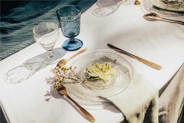 art table mariage bleu doré hellébore
