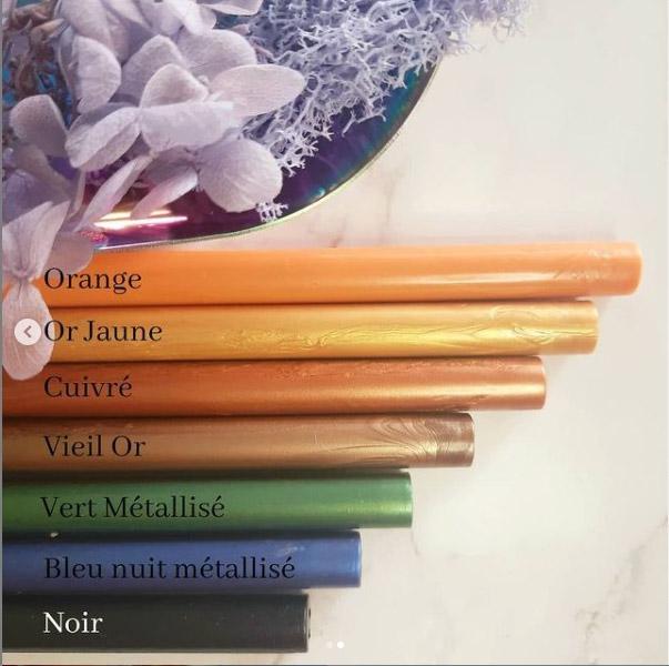 bâtons cire couleurs vives