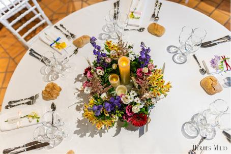 décoration centre de table fleurs couleurs