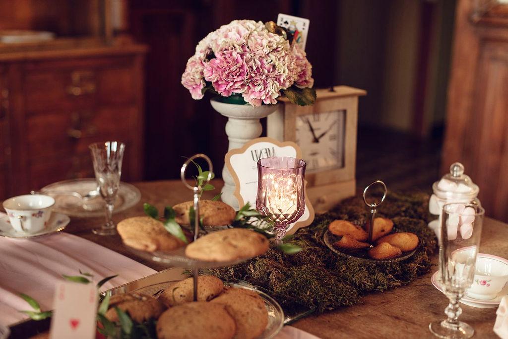décoration buffet mariage thème alice au pays des merveilles