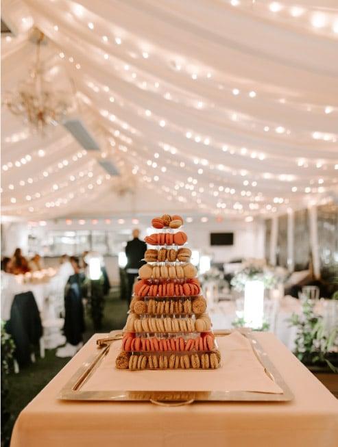 décoration salle gâteau mariage macaron