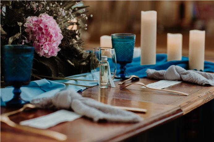 scénographie table mariage avec bleu